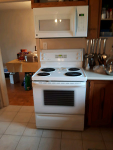 Cuisinière et Micro-Onde avec Hotte/ Fanned Microwave and oven