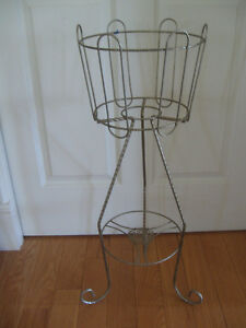 CLASSY OLD VINTAGE TWISTED BRASS 2-PLANT METAL DISPLAY STAND