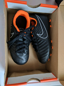 Nike Soccer shoes 10 C for toddlers with shin pads