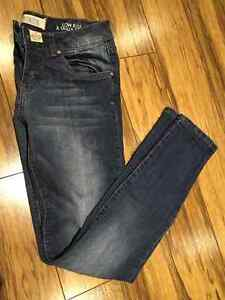 Woman's Size 7 Skinny Jeans