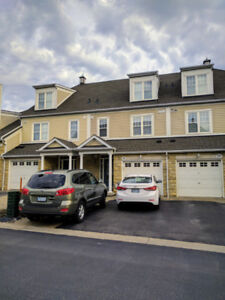 Executive Townhome Lakeview 3 Bedroom Frenchman's Bay May 1st