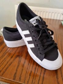 Adidas Nizza trainers size 8