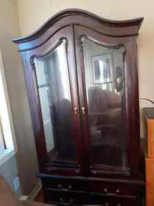 Beautiful antique mahogany buffet and hutch Gatineau Ottawa / Gatineau Area image 2
