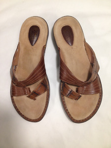 Ladies New Tan Leather Thong Sandals size7 1/2 M