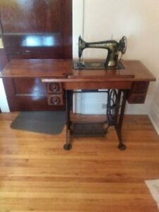 GIVEAWAY!  SINGER PEDDLE SEWING MACHINE