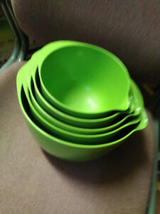 Vintage Melamine 5 piece mixing bowl set
