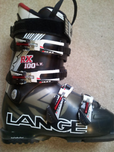 Ski Boots 24.0 - 24.5   Womens 7 - 7 1/2  or Mens 6 - 6 1/2