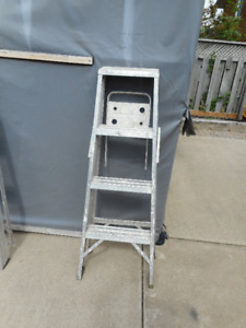 4 ft. aluminum step ladder