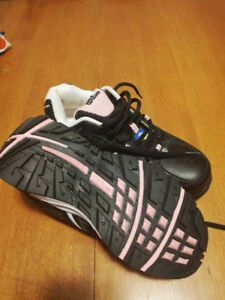 Ladies size 6 Wilson CSA approved steel toed shoes