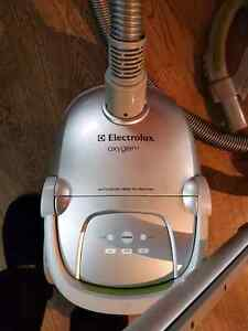 Three year old Electrolux Oxygen3 cannister Vaccuum Cleaner London Ontario image 2