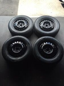 225/65/17 Gislaved Nordfrost winters on rims 5x114.3mm