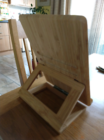 Tablet stand/wood
