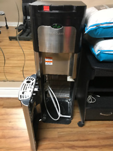 Bottom load water cooler in excellent condition.