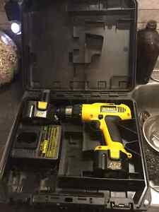 """12 V Dewalt cordless 3/8"""" drill, charger, 2x batteries and case"""
