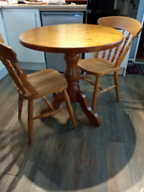 Dining/kitchen table/2chairs