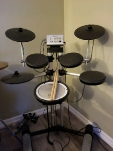 Roland electronic TD1 drums