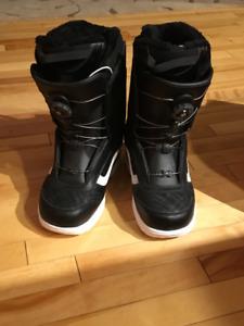 6ede88f89f Vans Aura snowboard boots for women size 10