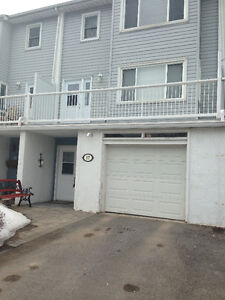 Beautiful Condo in The Moorings With Lake Ontario Deeded Access