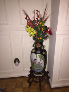 BEAUTIFUL LARGE TALL CHINESE ORIENTAL VASE WITH STAND AND FLOWER