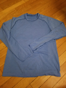 Mens size small lululemon long sleeve top