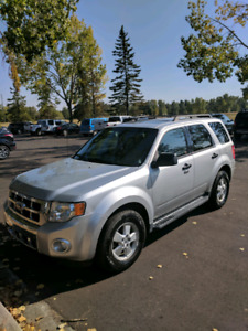 2010 Ford Escape XLT - Fully Loaded!