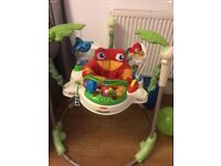 Fisher price Jumperoo bouncer spins 360º for your baby to access the 5 toy stations