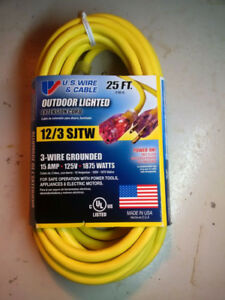 Brand New Heavy Duty 25' Outdoor Extension Cord 12/3 w/Light-On