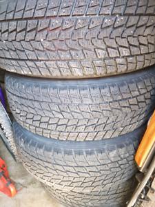 4 pneus d hiver toyo open country et 4 roues d acier