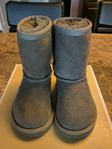 Toddler size 6 Uggs