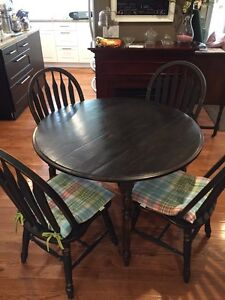 Table and chairs together or separate