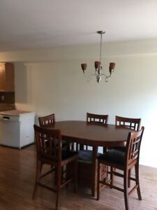 Dining  table with 5 chairs $450    (Ancaster)