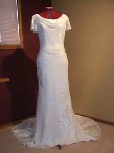 Sophisticated New San Patrick Ivory Wedding Gown - Silk Size 10