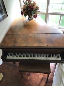 Beautiful Walnut 5' Grand Piano