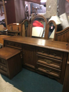 BEDROOM SET GREAT SHAPE REAL WOOD 1990'S STYLE SOLID 5 PCS