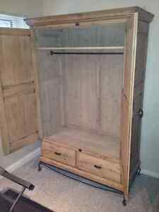 Wardrobe - Vintage French Oak - Great Condition West Island Greater Montréal image 4