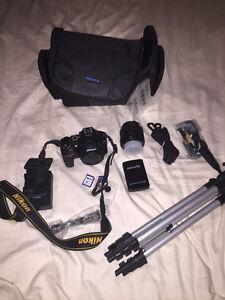 NIKON D5500 et lentille avec kit complet COMME NEUVE 800$