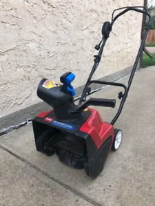 Electric plug in snow blower
