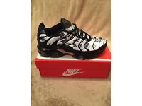 Nike Tns (white/black) size 9 and 10 available POSTAGE-DELIVERY-COLLECTION