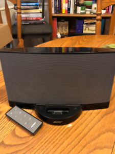 BOSE Docking Station with Charger and Remote $60