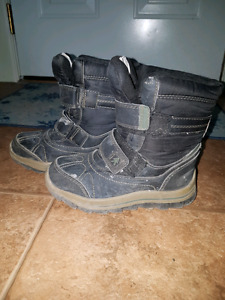 Boys winter boots, size 12