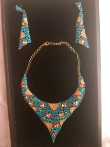 Stone Studded Blue and Gold Necklace Set