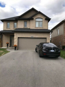 beside Casino niagara falls, whole house(4bedrooms,3 washrooms)