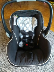 Britax B-safe carseat with base