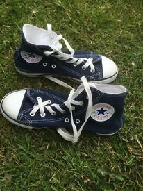 Navy converse boots size 3 1/2 vgc