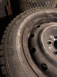 Pneus Goodyear Ultra Grip ICE 215/60/16