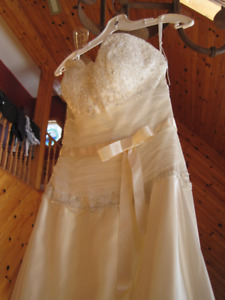 Wedding Dress For Sale – Never been used!