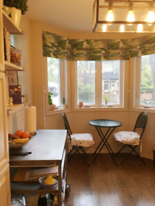 TRINITY BELLWOODS ROOM AVAILABLE IN BEAUTIFUL TOWNHOUSE