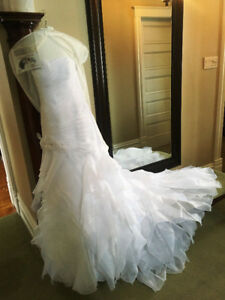 Beautiful Fit n' Flare style Wedding Dress size 12-14 For Sale