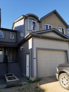 3 Bd 2.5 Bth  TwnHouse w/ Heated Garage  in Wainwright. 1550/mo