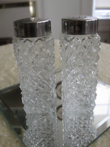 PR.OLD VINTAGE PRESSED GLASS COLUMN-STYLE SALT & PEPPERS